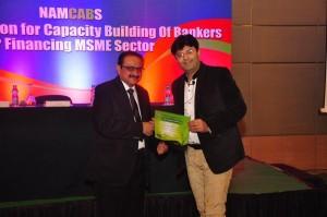 RBI General Manager honouring Aman Chugh at RBI Forum